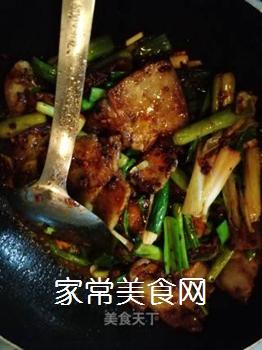 传统回锅肉的做法步骤:13