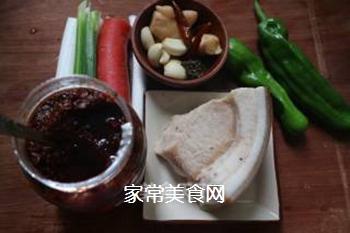 青椒回锅肉的做法步骤:1