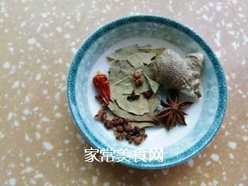 青椒炒肉皮的做法步骤:3