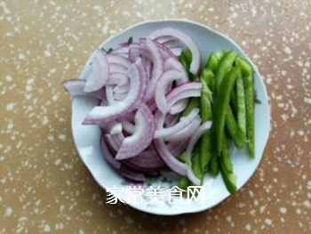 青椒炒肉皮的做法步骤:5
