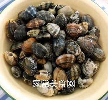 排骨蚬子时蔬面的做法步骤:1