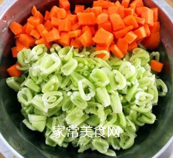 排骨蚬子时蔬面的做法步骤:6