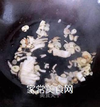 排骨蚬子时蔬面的做法步骤:7