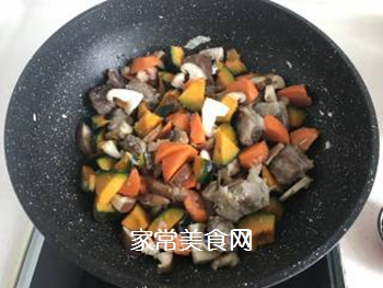 立秋贴秋膘~南瓜排骨焖饭的做法步骤:5