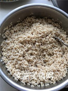 排骨蛋黄粽的做法步骤:2