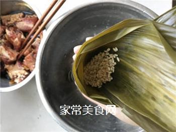 排骨蛋黄粽的做法步骤:4
