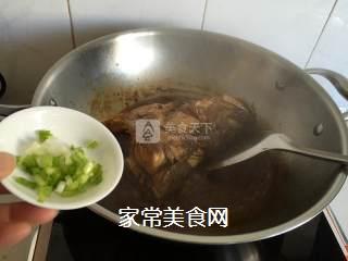 红烧鲈鱼头的做法步骤:8