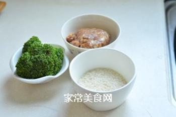西兰花肉丸粥的做法步骤:1
