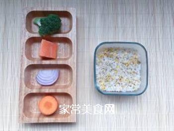 【宝宝辅食】三文鱼耳光炒饭的做法步骤:1