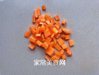 【宝宝辅食】三文鱼耳光炒饭的做法步骤:2