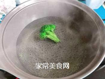 【宝宝辅食】三文鱼耳光炒饭的做法步骤:5