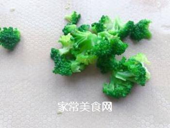 【宝宝辅食】三文鱼耳光炒饭的做法步骤:6