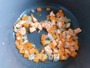 【宝宝辅食】三文鱼耳光炒饭的做法步骤:9