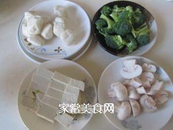 豆腐口蘑西兰花烩鱼丸的做法步骤:1