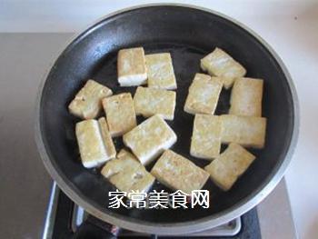 豆腐口蘑西兰花烩鱼丸的做法步骤:3
