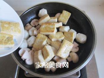 豆腐口蘑西兰花烩鱼丸的做法步骤:7