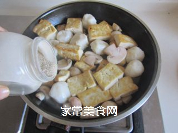豆腐口蘑西兰花烩鱼丸的做法步骤:8