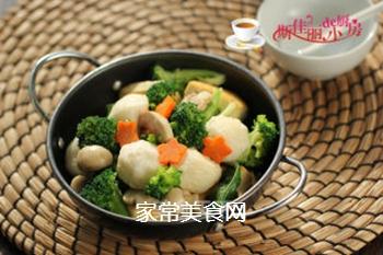 豆腐口蘑西兰花烩鱼丸的做法步骤:10