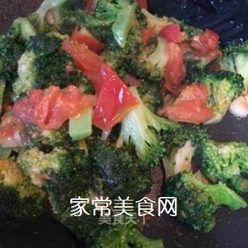 西兰花炒番茄的做法步骤:12