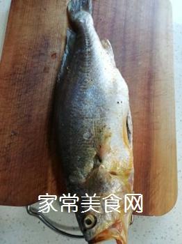 家炖黄花鱼的做法步骤:1