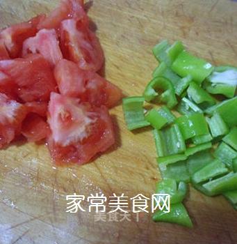 尖椒番茄土豆片的做法步骤:2