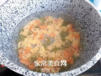【宝宝辅食】三文鱼杂蔬意面的做法步骤:2