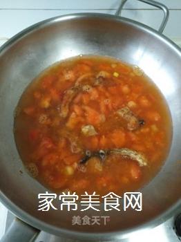 西红柿炸鱼汤的做法步骤:7