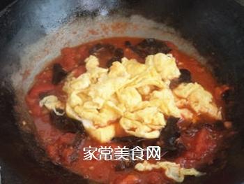 西红柿木耳菠菜面的做法步骤:7