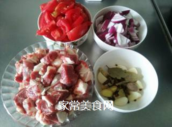 西红柿焖牛腩的做法步骤:1