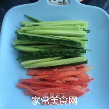 什锦紫菜包饭的做法步骤:2