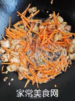五花肉胡萝卜炒海带的做法步骤:7