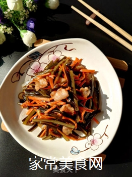 五花肉胡萝卜炒海带的做法步骤:9