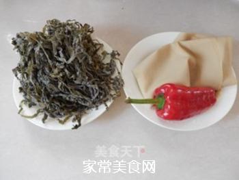 拌豆腐皮海带丝的做法步骤:1