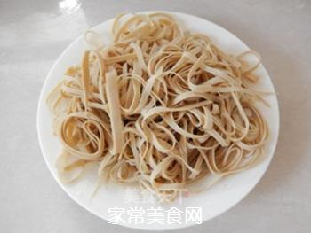 拌豆腐皮海带丝的做法步骤:3
