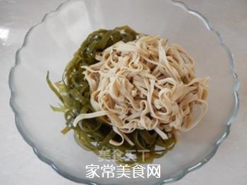 拌豆腐皮海带丝的做法步骤:6