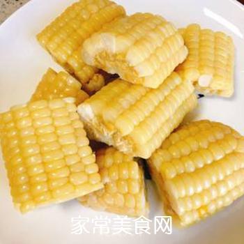 月牙骨玉米海带汤的做法步骤:2
