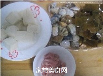 蛤蜊豆腐海带汤煲的做法步骤:1