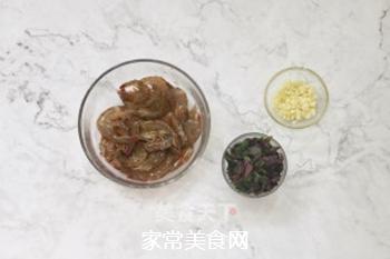 紫苏蒸虾的做法步骤:1