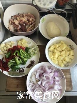 地锅鸡的做法步骤:1