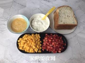 草莓芒果三明治的做法步骤:1