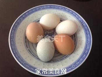 三色蒸蛋的做法步骤:1