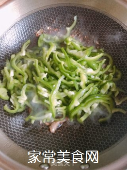 青椒肉丝的做法步骤:6