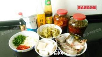 酸菜豆腐鱼的做法步骤:1