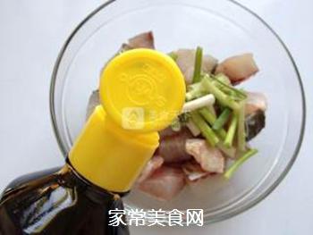 辣子鱼块的做法步骤:3
