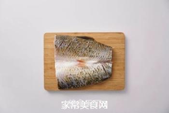 孜然烤鱼的做法步骤:1
