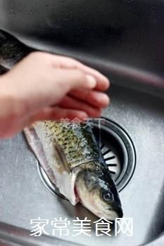 【十分钟红烧鱼】的做法步骤:1