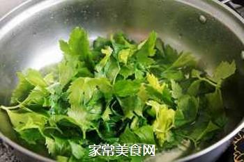 蒜香芹菜叶的做法步骤:2