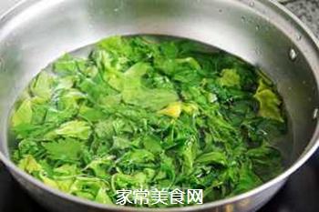 蒜香芹菜叶的做法步骤:4