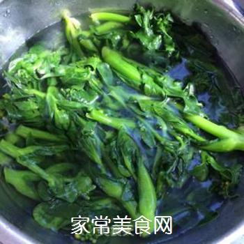 响油菜芯的做法步骤:3