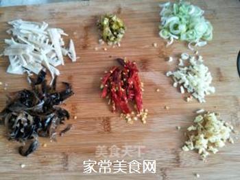 鱼香肉丝的做法步骤:3